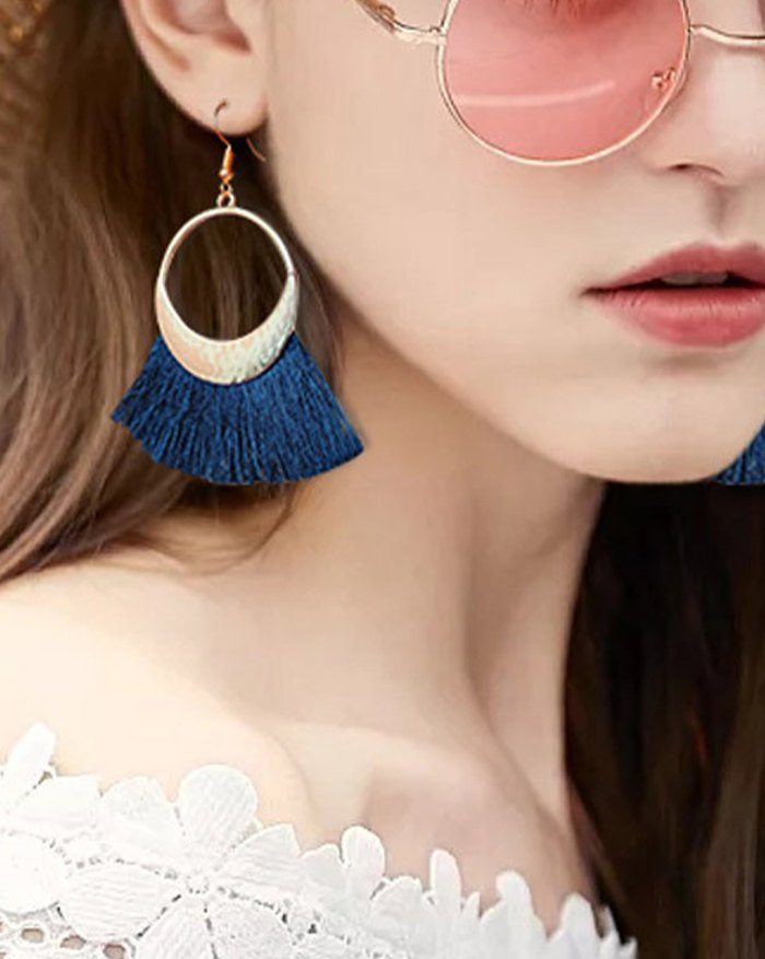 Bohemian Woolen Fringed Scallop Disc Earring - Blue ONE SIZE
