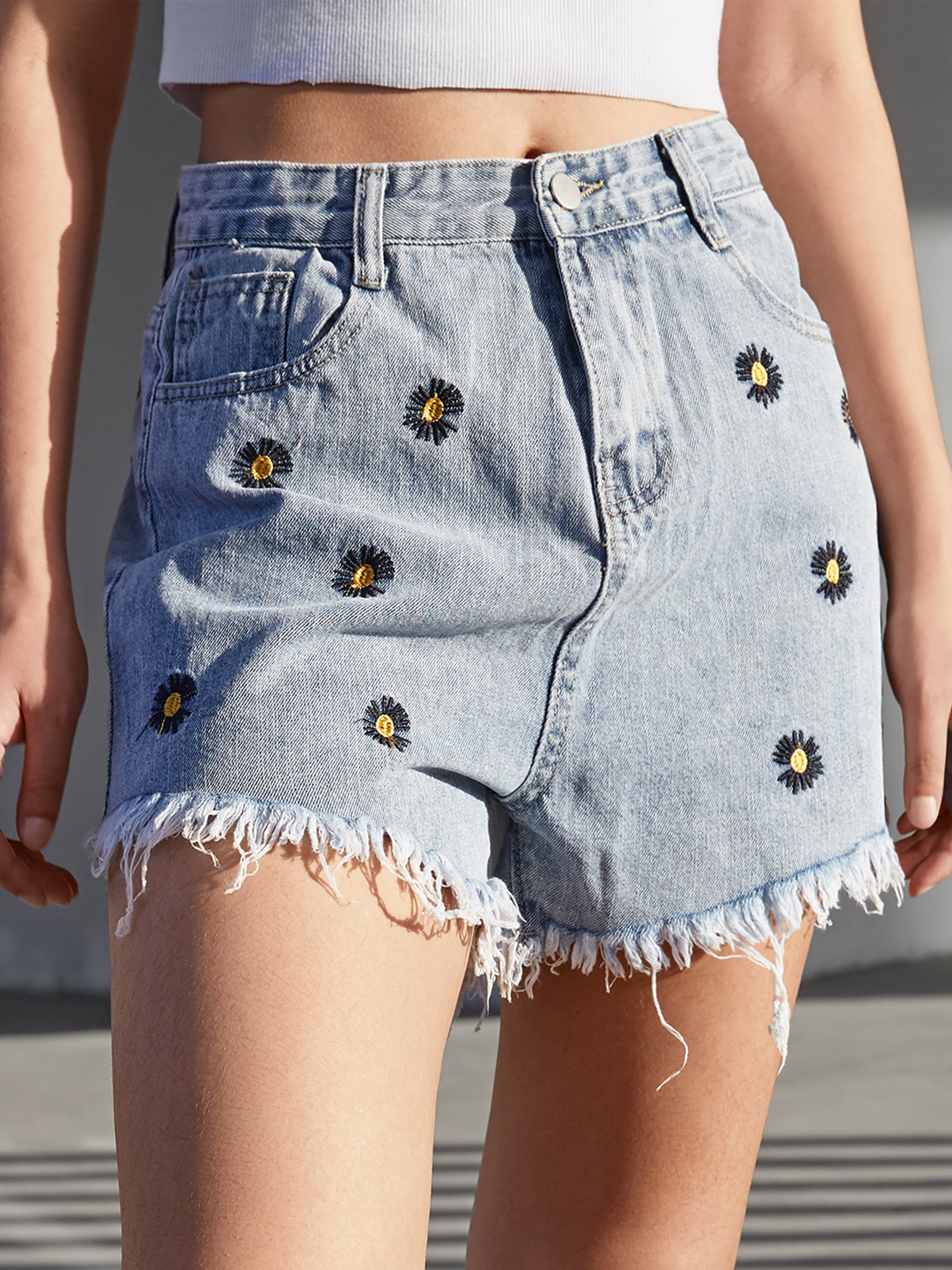 Daisy Embroidered Denim Shorts - Blue XL